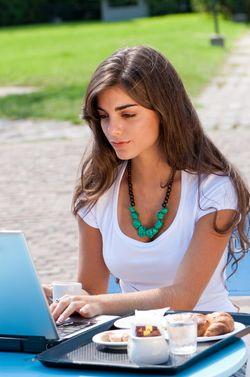 Shutterstock_computer girl